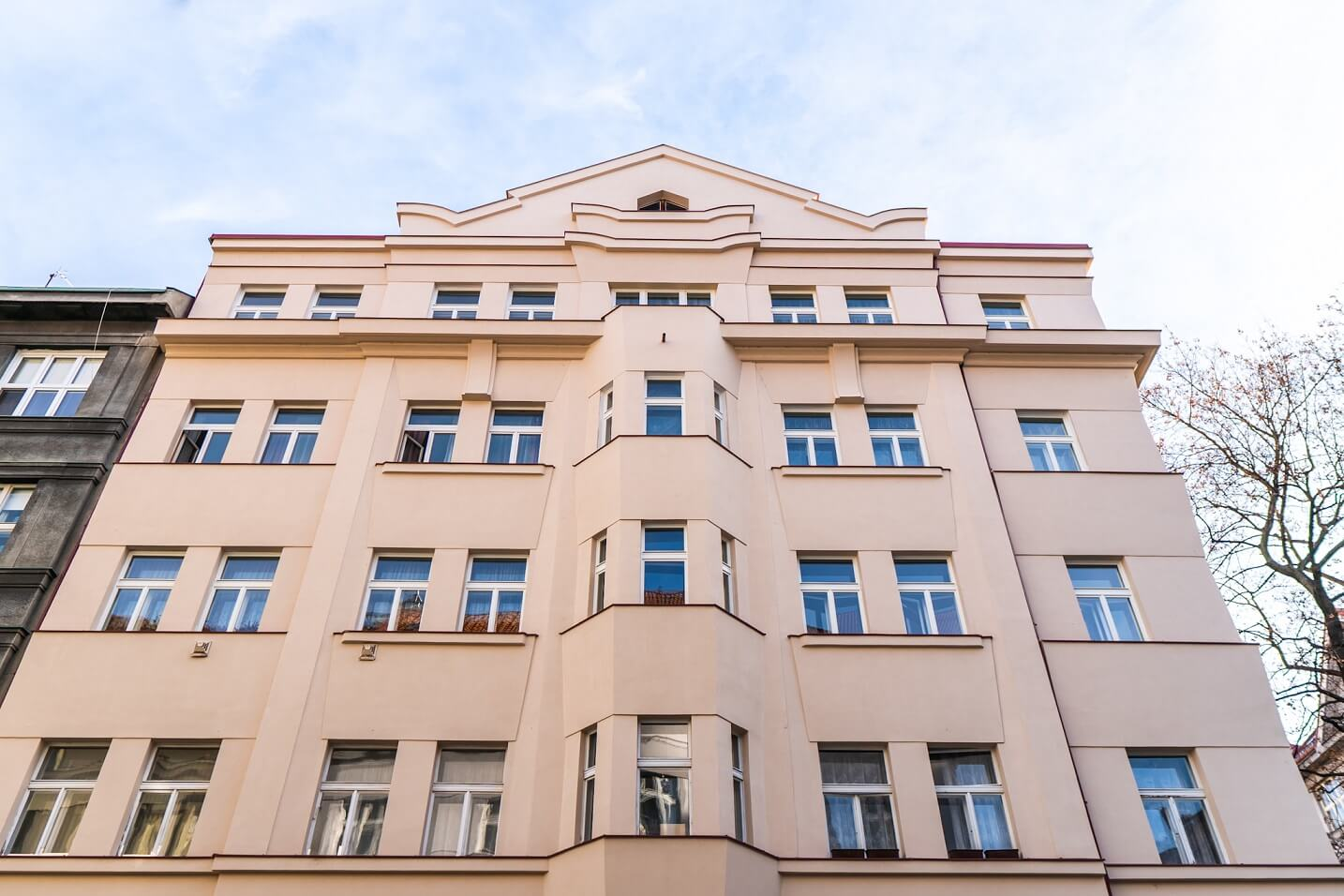 Špaletová a dřevěná okna v BD – Praha 6, Národní obrany